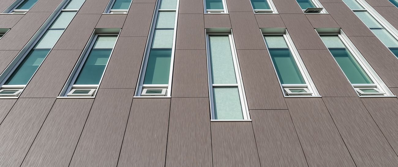 For projects in which color variation is not desired, we offer an alternative factory-applied finish, ColorSeal/T. This process affords tighter control of the surface color characteristics, mitigating the color variation that results from using mineral raw materials.